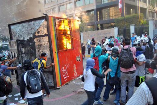 Guarimberos destruyen instalaciones del metro en Altamira